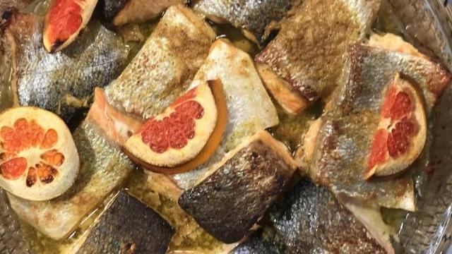 Greyfurt Soslu Fırında Somon Balığı Tarifi