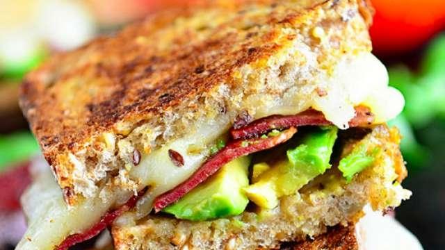 Hindi Jambonlu ve Avokadolu Sandviç Tarifi
