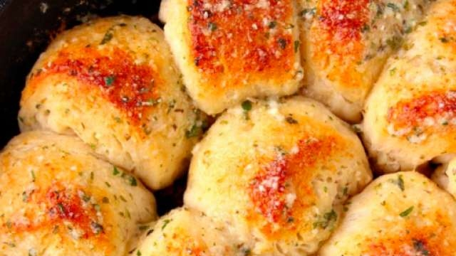 Parmesanlı ve Sarımsaklı Mini Ekmek Tarifi