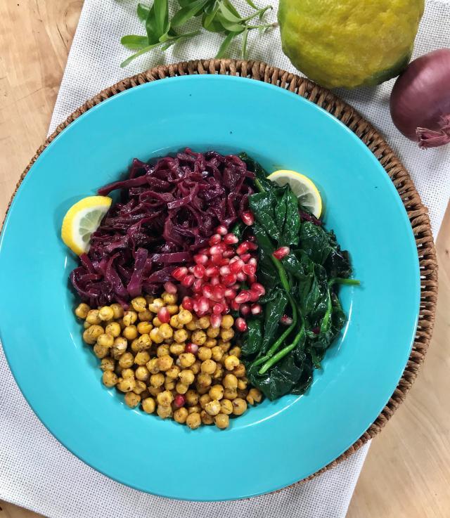 Çıtır Nohutlu Ispanak Salatası Tarifi
