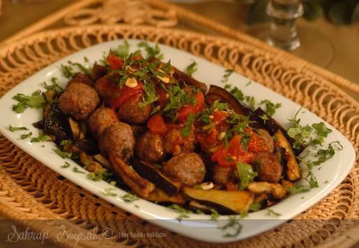 Domates Soslu Köfteli Parmak Patlıcan Tarifi