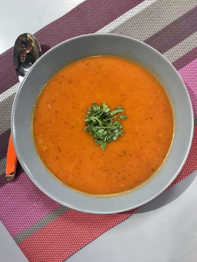 Domatesli Soğan Çorbası Tarifi