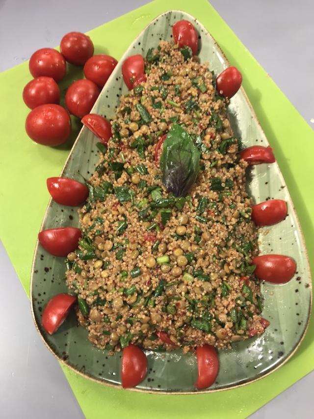 Kinoalı Mercimekli Salata Tarifi-Sağlıklı Mutfak