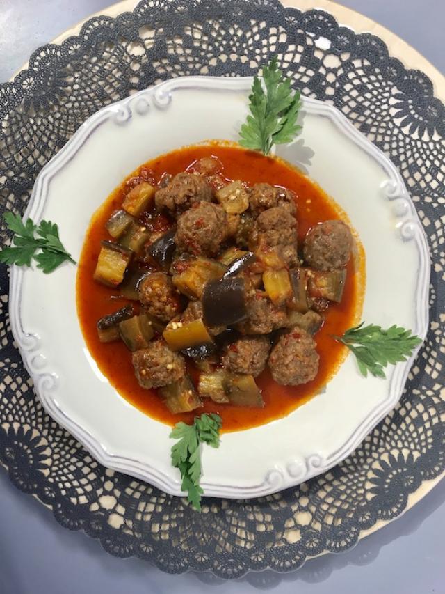 Köfteli Patlıcan Yahnisi Tarifi-Kahramanmaraş