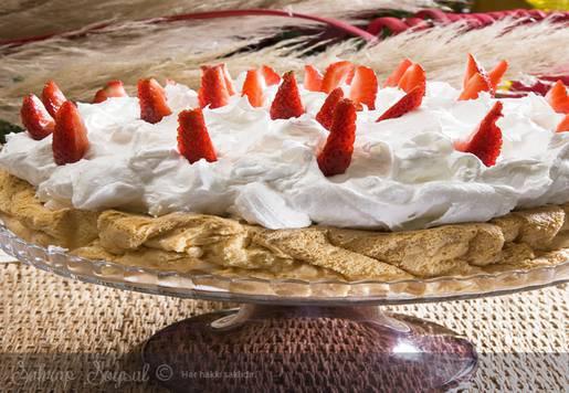 Meyveli Melek Pastası Tarifi