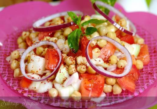 Nar Ekşili Nohut Salatası Tarifi