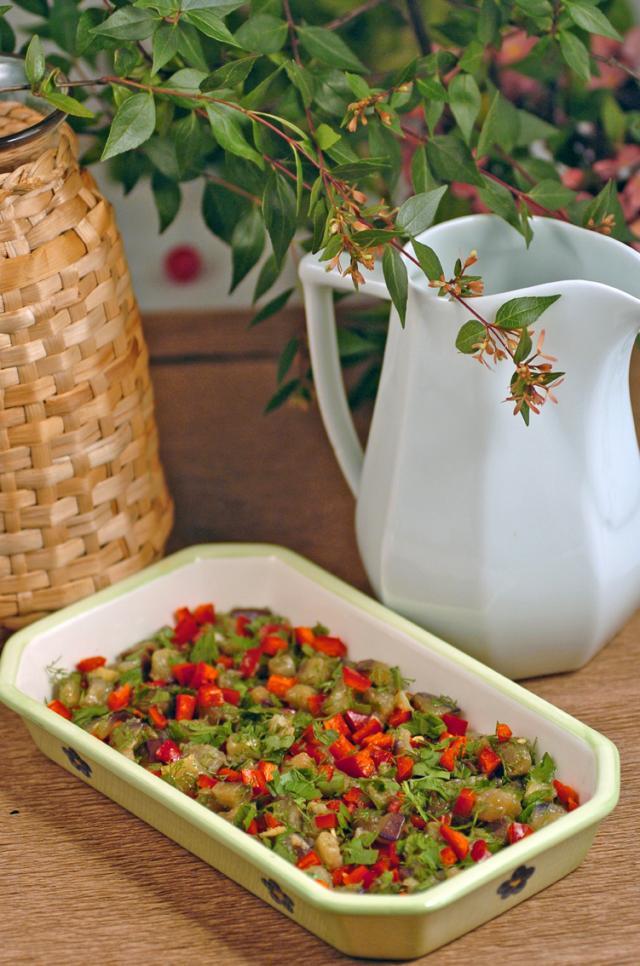 Patlıcanlı Kafkasya Salatası Tarifi