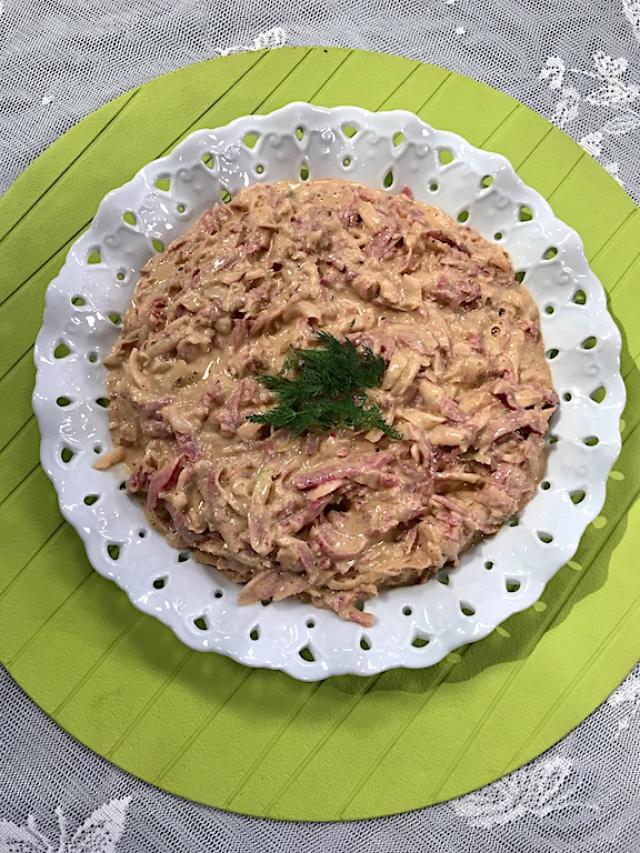 Tahinli Karışık Turp Salatası Tarifi