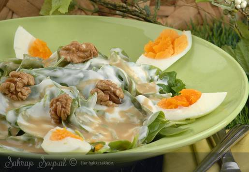 Tahinli Yoğurtlu Semizotu Salatası Tarifi