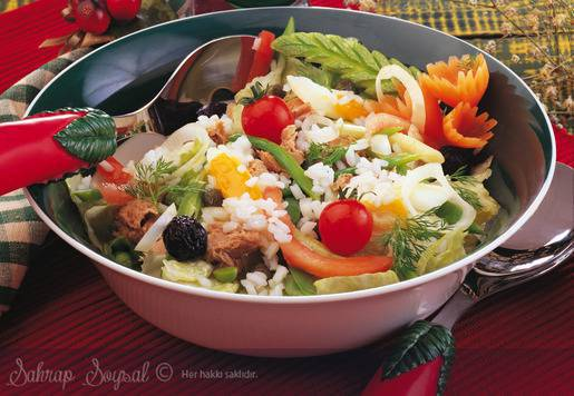 Tonbalıklı Pirinç Salatası Tarifi