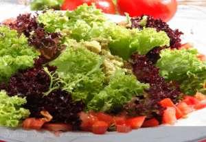 Avokado Soslu Akdeniz Salatası Tarifi