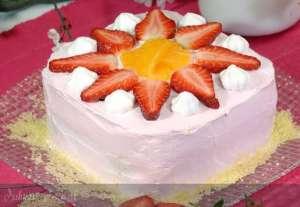 Çilek Kremalı Yaş Pasta Tarifi