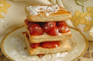 Çilekli Napolyon Pastası Tarifi