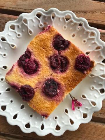 Emine'nin Vişneli Yoğurt Pastası Tarifi