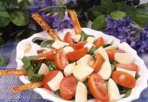 Ispanaklı Mozarella Salatası Tarifi
