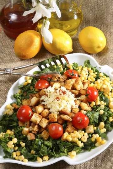 Kıtır Ekmekli Ispanak Salatası Tarifi