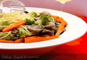 Mantarlı Sebzeli Çin Makarnası Tarifi