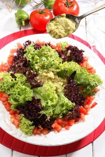 Nazan'ın Avokado Soslu Salata Tarifi