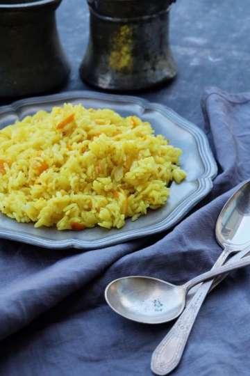 Portakallı Zerdeçallı Pirinç Pilavı Tarifi